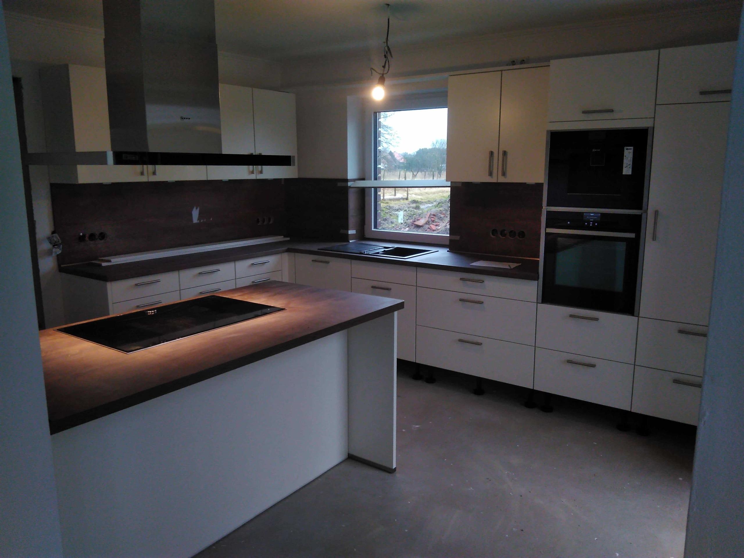Winkelküche mit Kochinsel