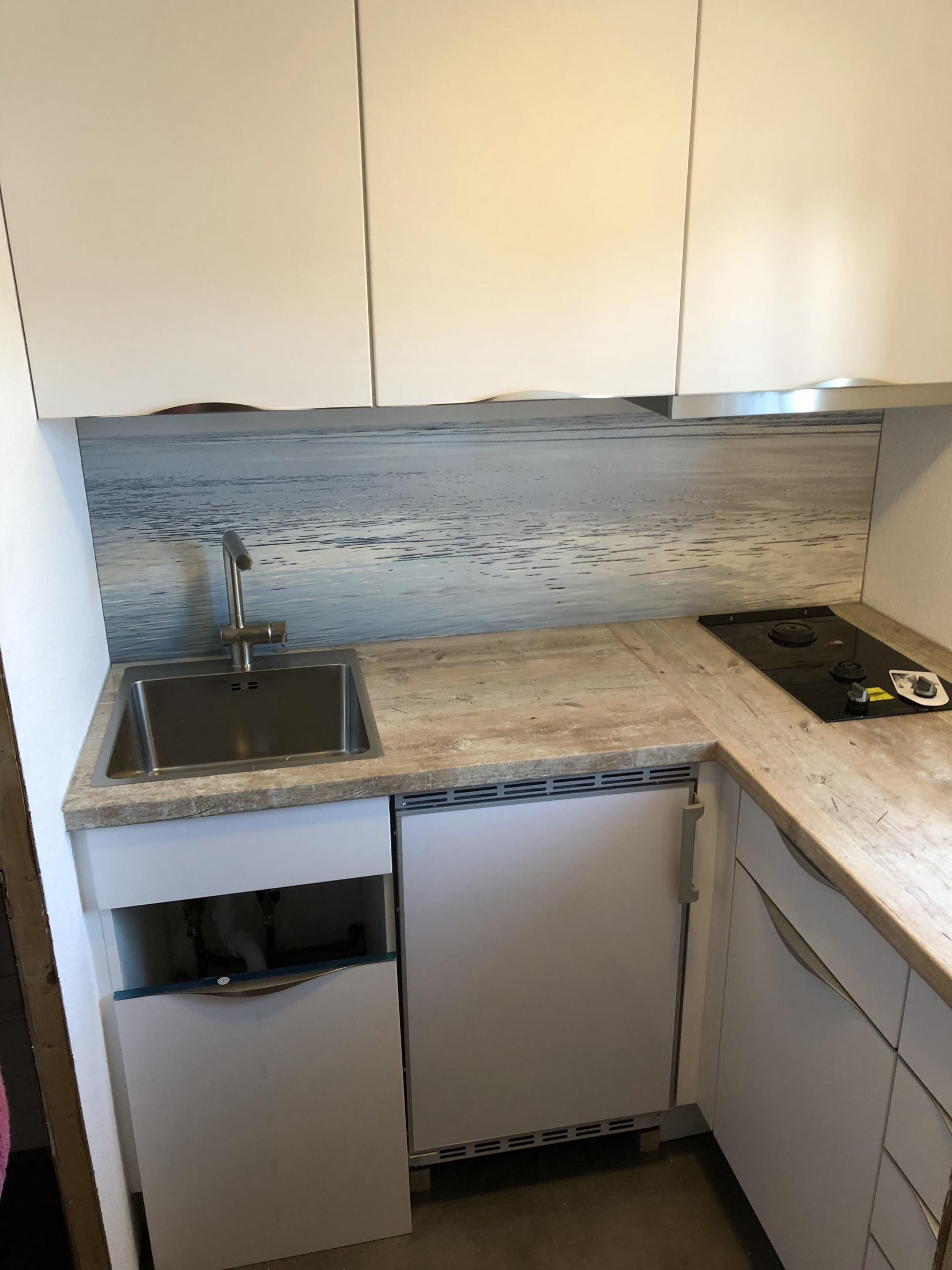 Küche-im-Wohnwagen-Ansicht_1