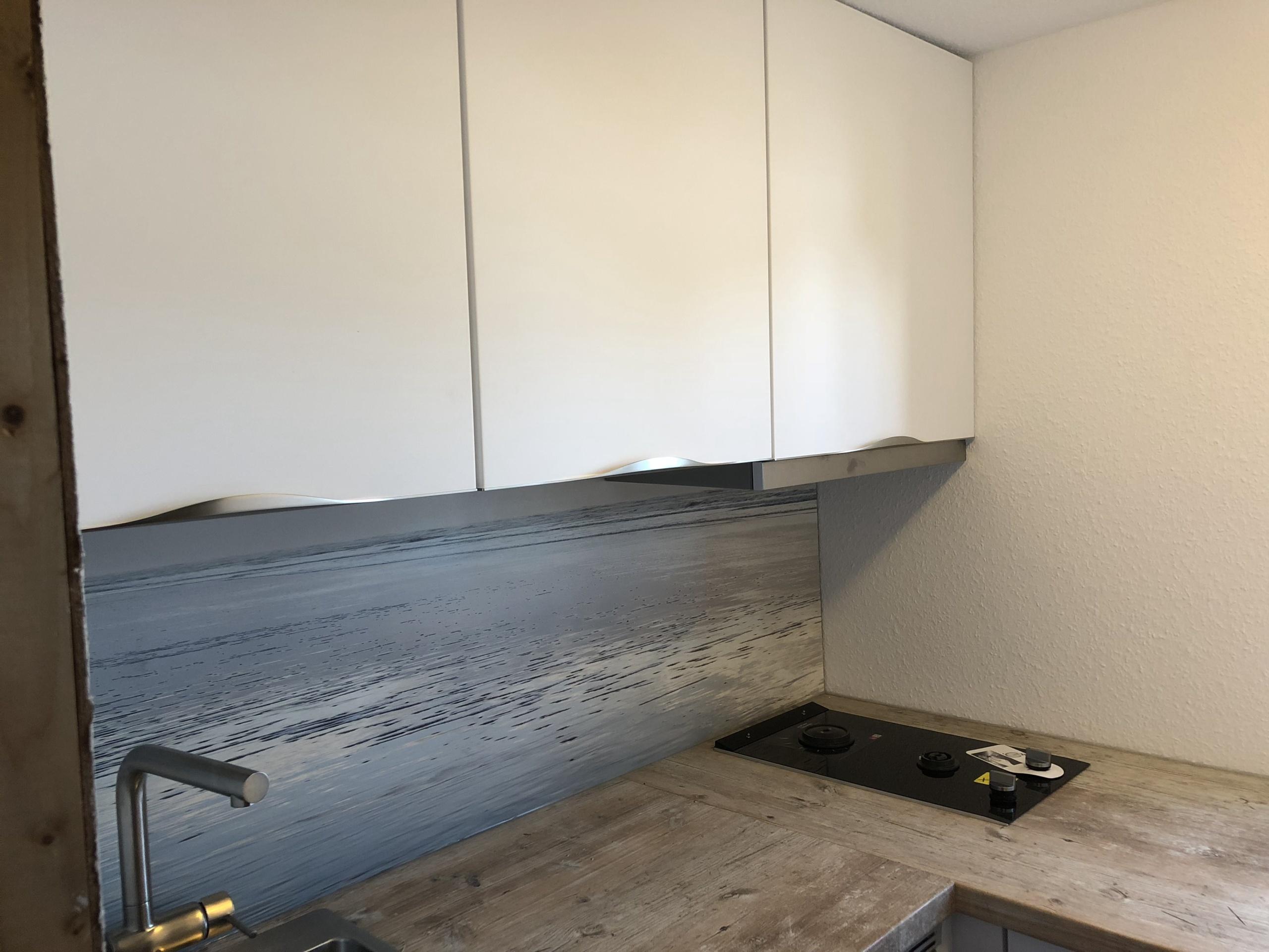 Küche-im-Wohnwagen-Nischenrückwad