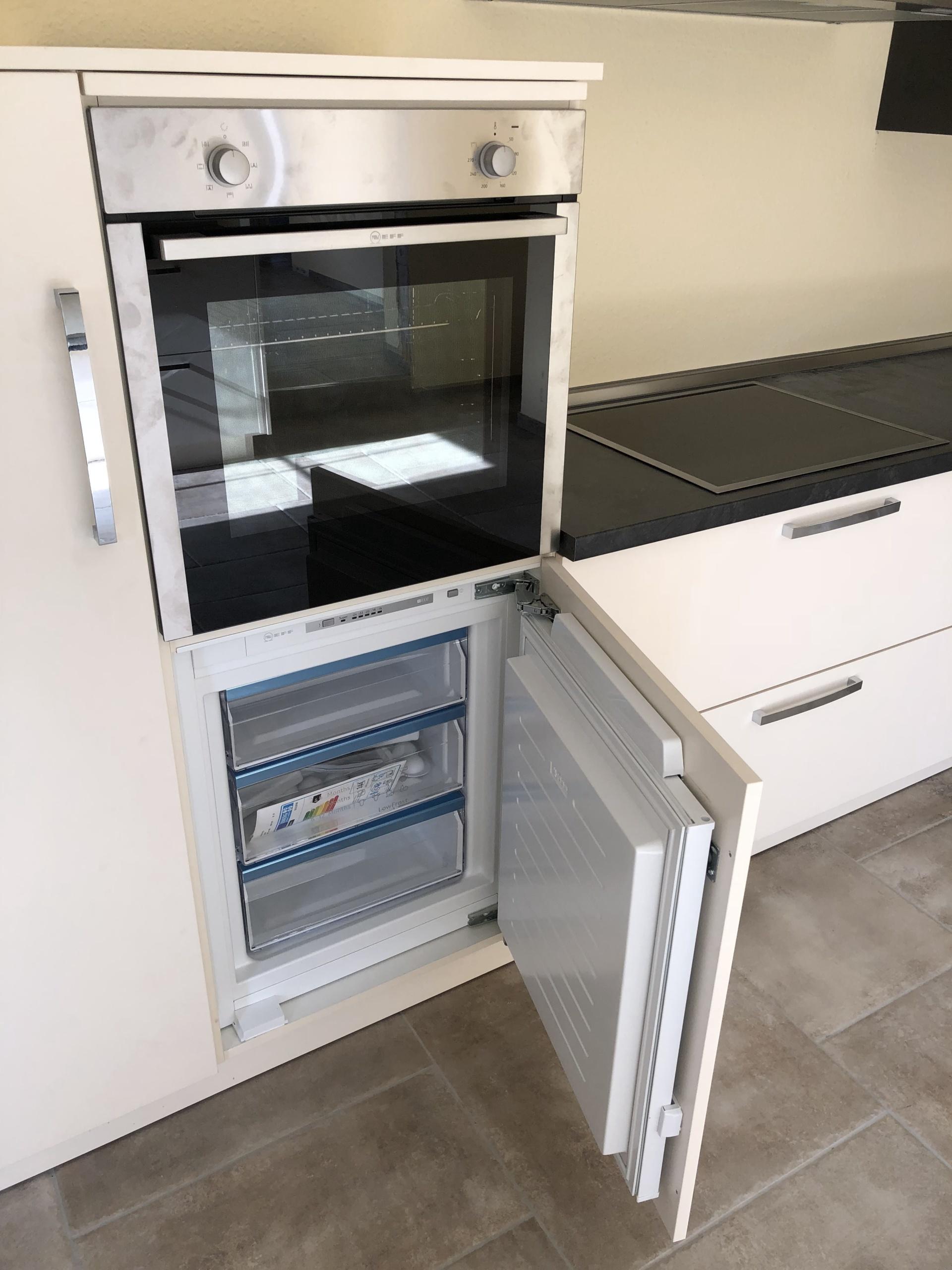 Küchenzeile-Gefrierschrank-geöffnet