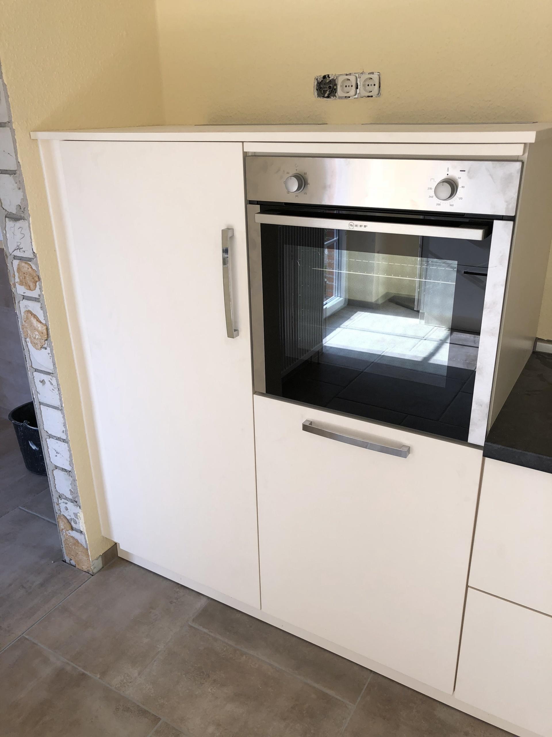 Küchenzeile-Kühlschrank-gechlossen