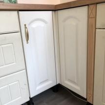 Landhausküche Vanille Eckschrank