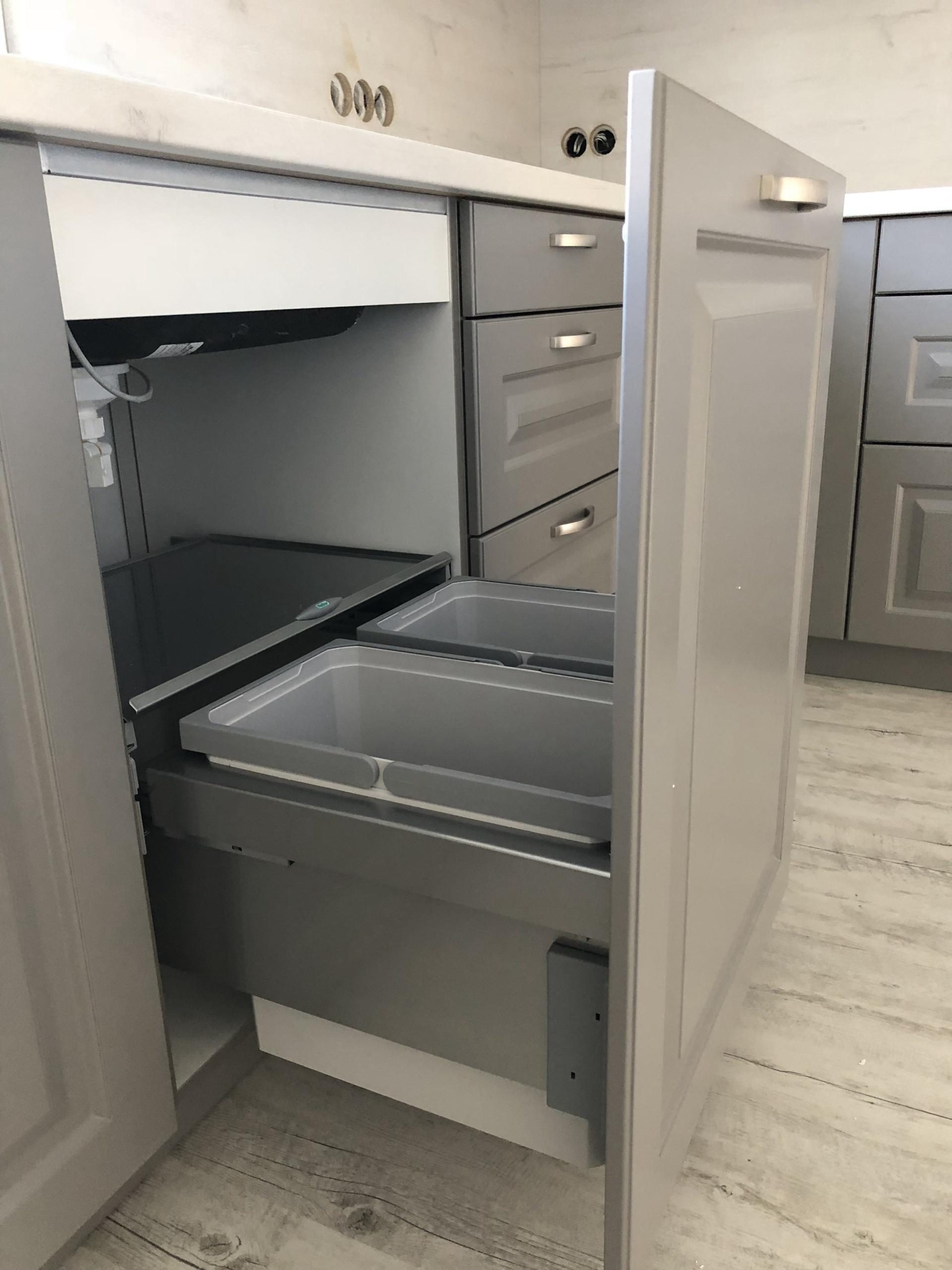 Winkelküche Inox Grau Mülleimer