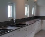 große Küchenzeile mit Bora Ceranfeld