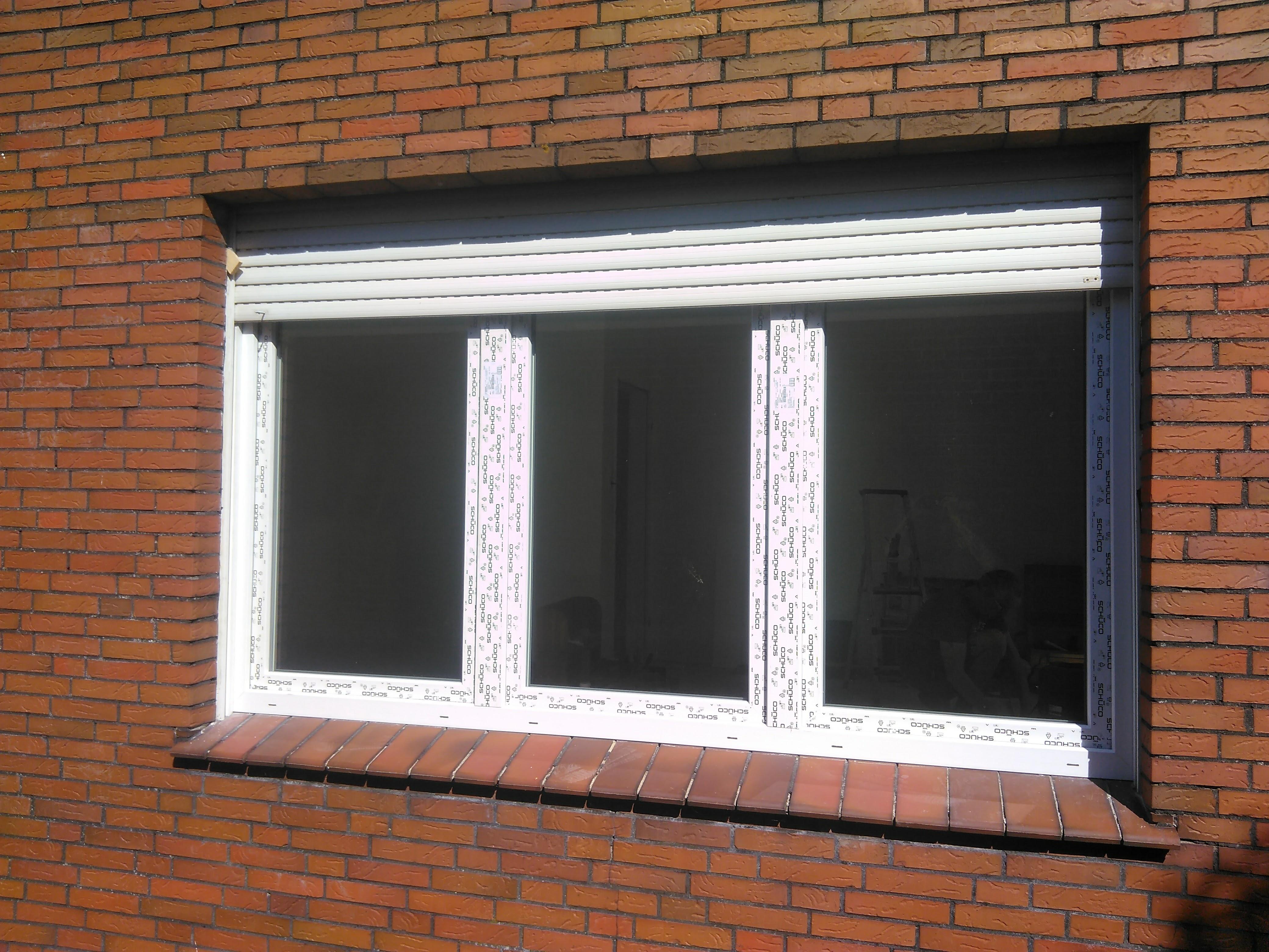 3-teiliges Wohnzimmerfenster mit vorh. Rollladen