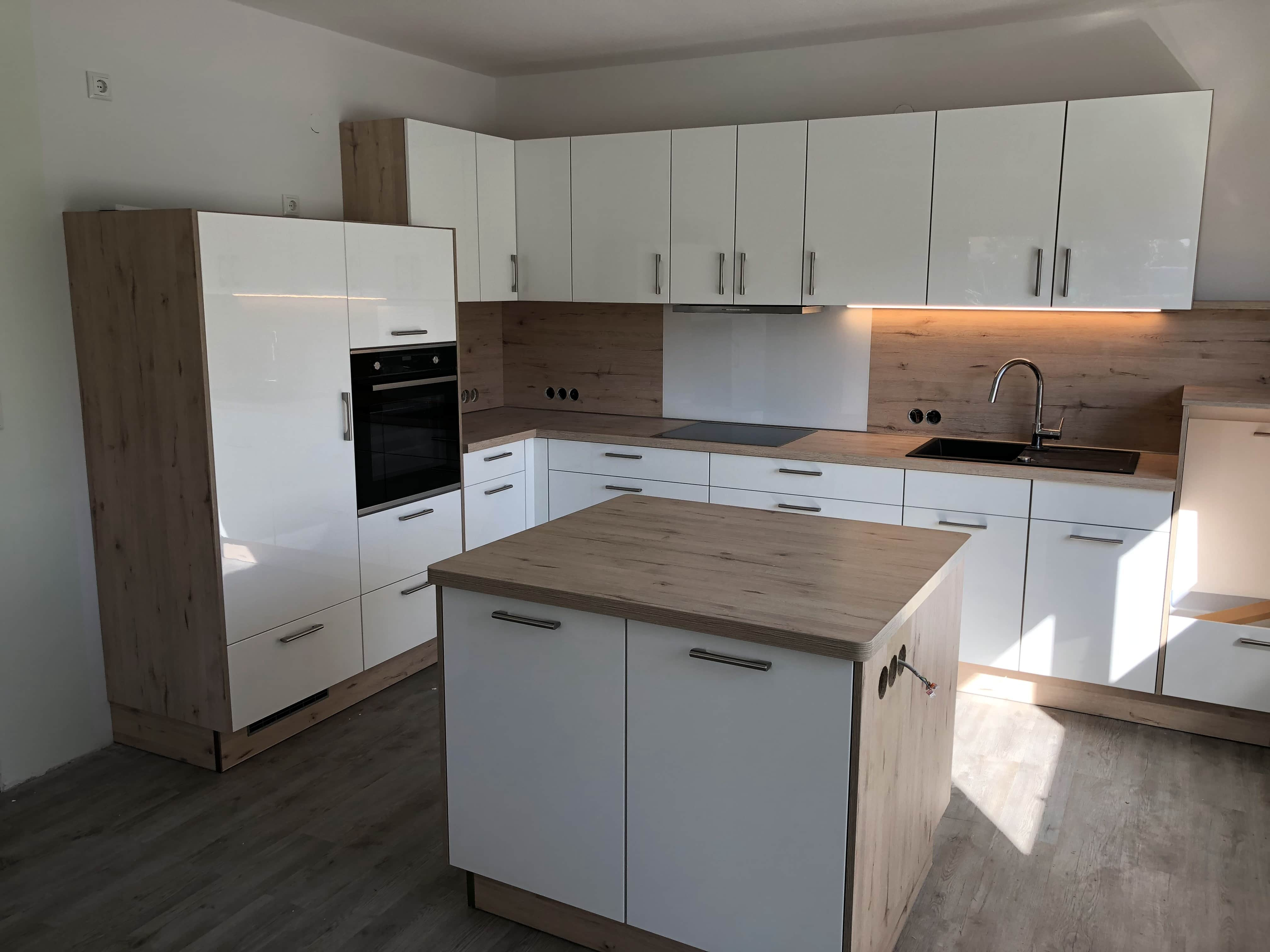 hochglanz finest podest with hochglanz beautiful hochglanz with hochglanz top pelipal cm. Black Bedroom Furniture Sets. Home Design Ideas