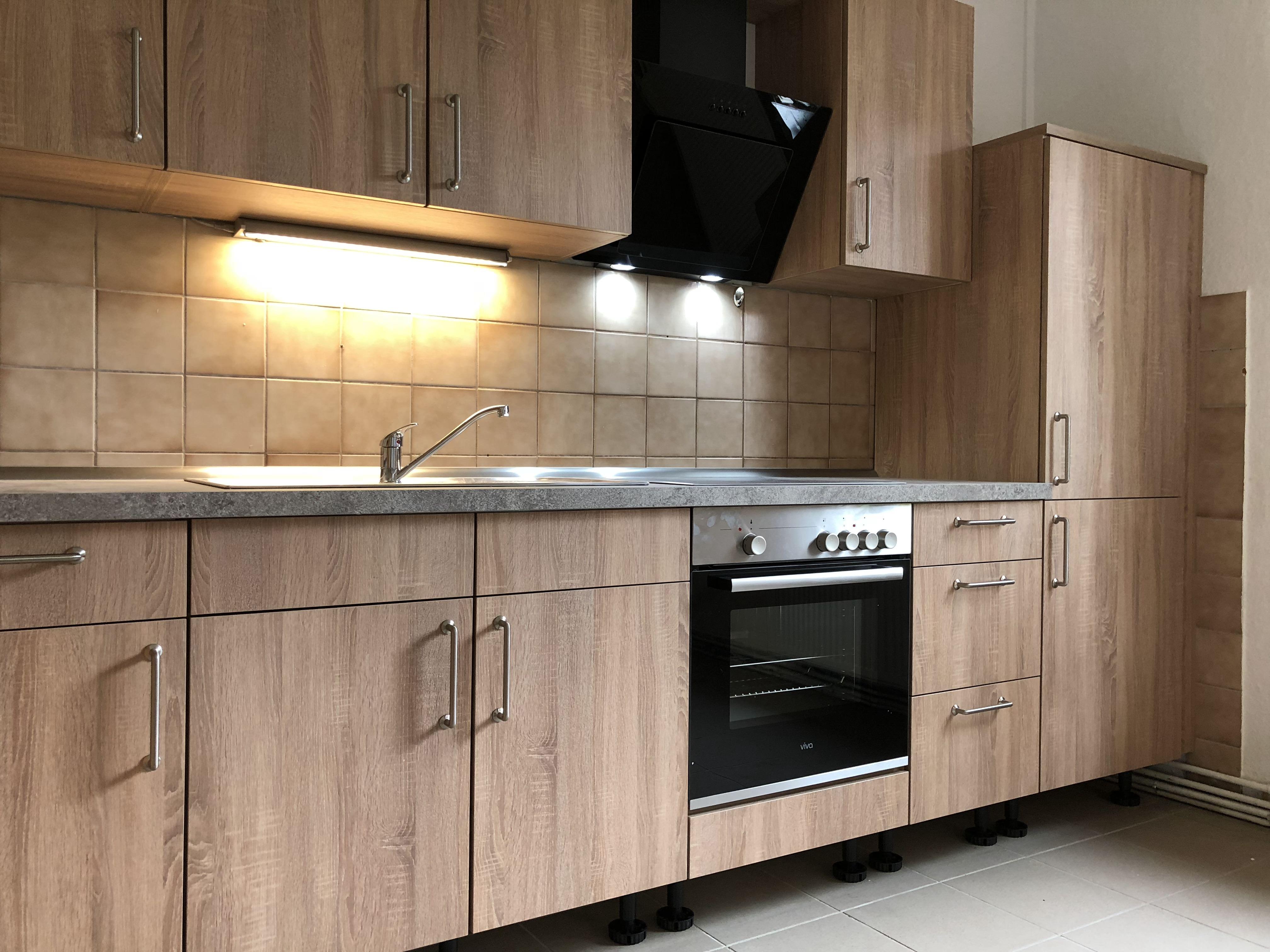 Küchenzeile-in-Sonoma-Eiche_Wohngruppe_3