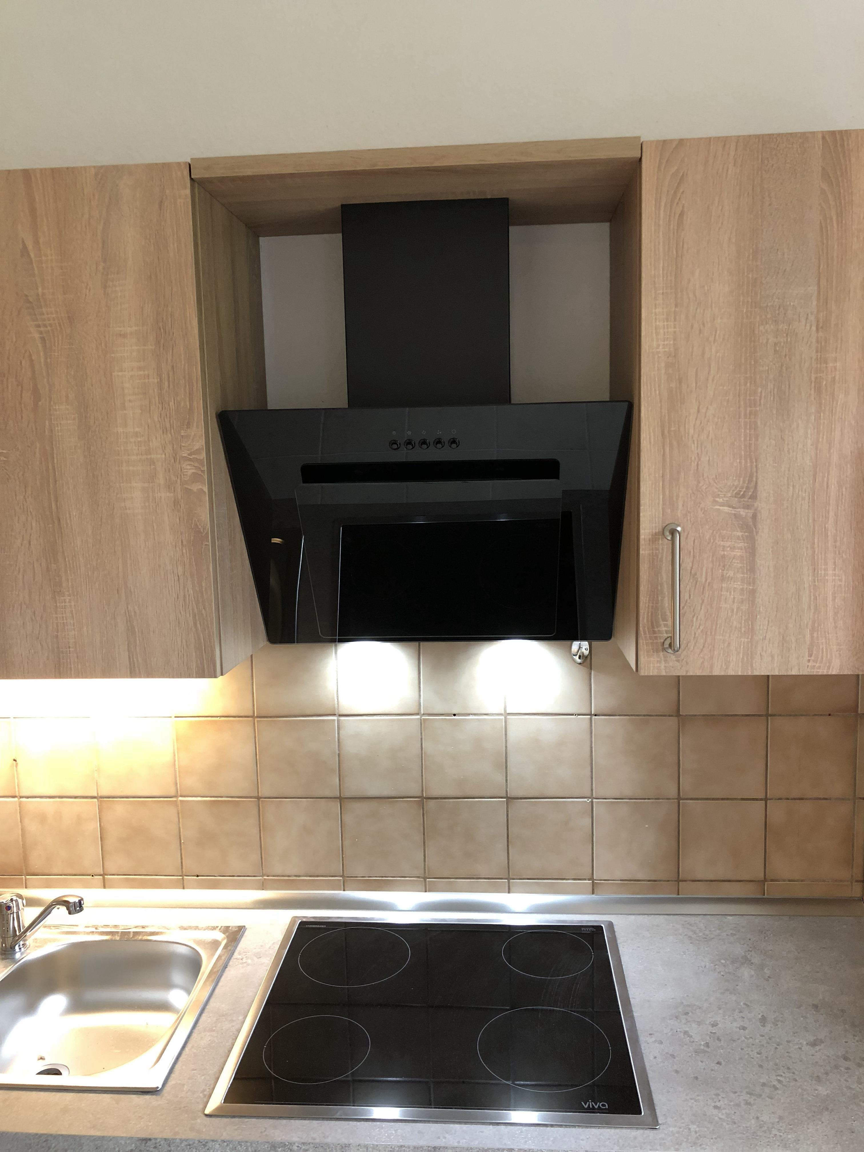 Küchenzeile in Sonoma Eiche_Wohngruppe_Haube